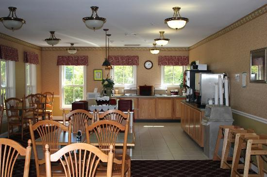 Bar Harbor Grand Hotel: breakfast area