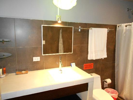 Hotel Laguna Mar: Very large and beautiful bathroom