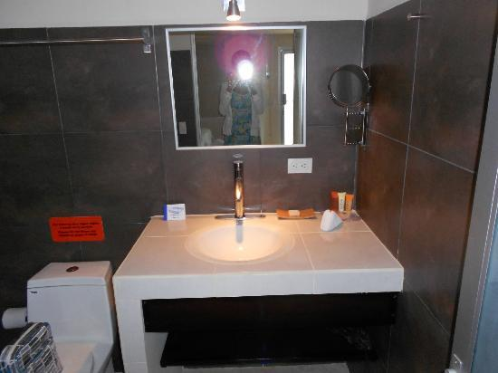 Hotel Laguna Mar: Sink counter was spacious and had shelves for more storage