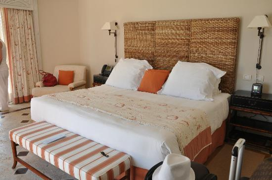 Sanctuary Cap Cana by Playa Hotels & Resorts : The bed at the Junior Suite