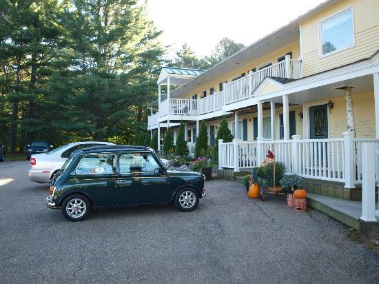 The Arbor Inn: Our Mini outside our room - Sept 16, 2012