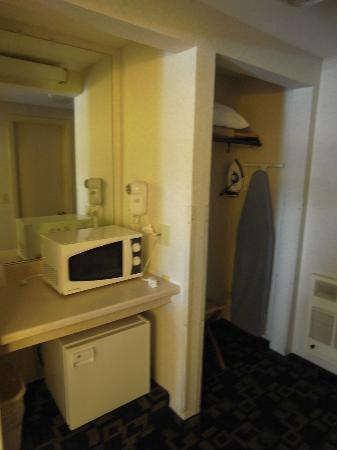 Hyannis Travel Inn: Microwave