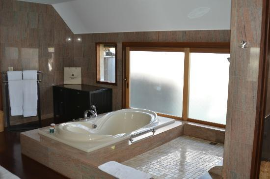 The St. Regis Bora Bora Resort: bathroom