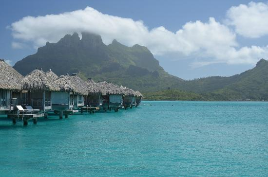 The St. Regis Bora Bora Resort: beautiful water