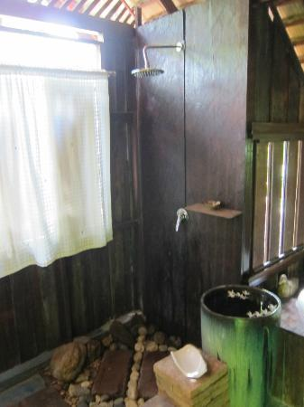 BaanBooLOo Village: The Awesome Shower