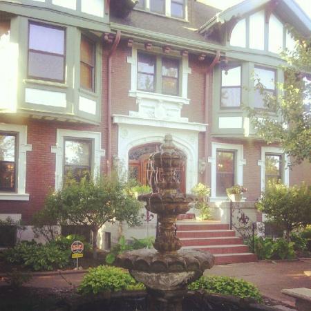 Fleur-de-Lys Mansion : Front of the Mansion