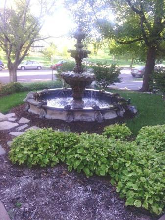 Fleur-de-Lys Mansion : Front Fountain