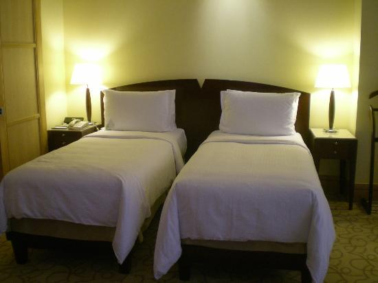 The Fullerton Hotel Singapore: Twin Bed