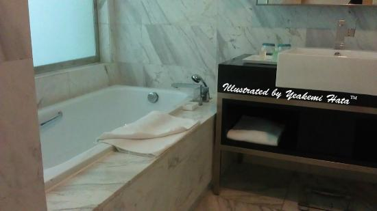 Century Kuching Hotel: the bathroom