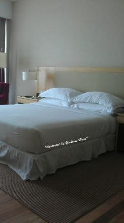 Century Kuching Hotel: very nice king size bed