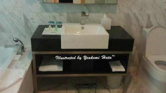 Century Kuching Hotel : the toilet section