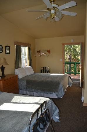 McKinley Creekside Cabins: Terrace Room - Top Floor