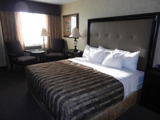 Abbey Inn & Suites : King bed room on ground floor
