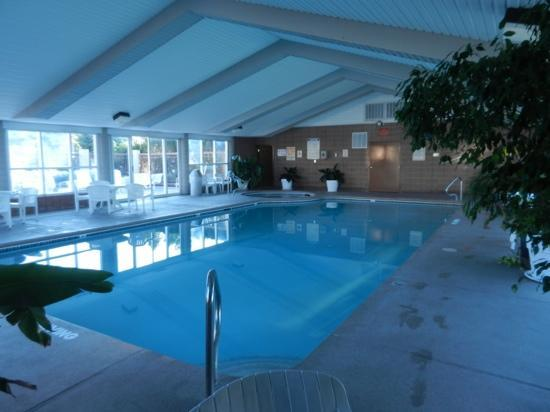 Abbey Inn: Swimming pool and hottub
