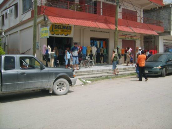 Mirador Hotel: Comercio cerca del hotel