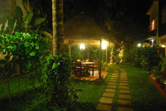 Kanell's garden by night