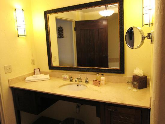 Spanish Garden Inn: bath vanity rm12