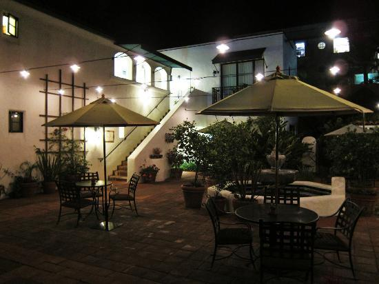 Spanish Garden Inn: inner courtyard