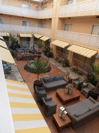 Hollywood Hotel: Courtyard