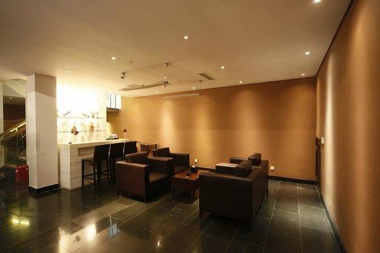 Shichahai Sandalwood Boutique Hotel: wine bar