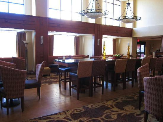 Hampton Inn and Suites Arcata, CA: dining area