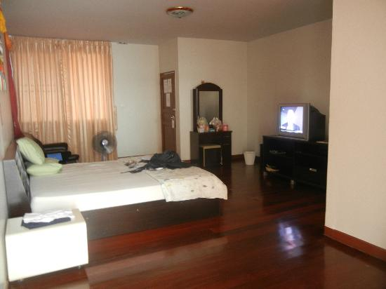 Himalaya Residence: The room was spacious and clean.