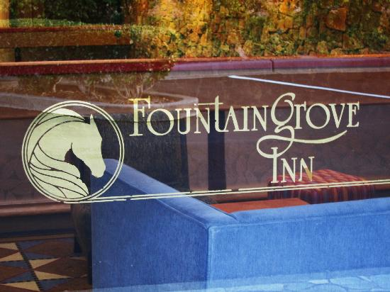 Fountaingrove Inn: upper entrance