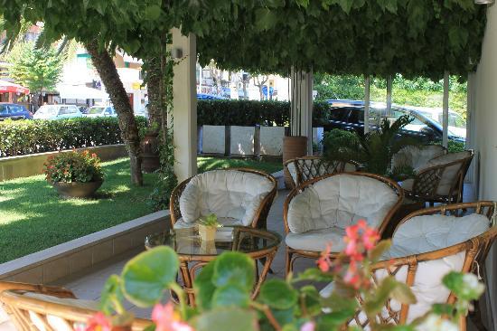 Hotel Punta de l'Est : GIARDINO