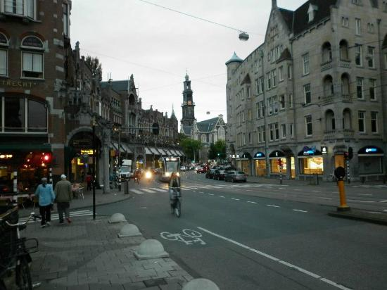 Hotel Pax: Raadhuisstraat in the evening
