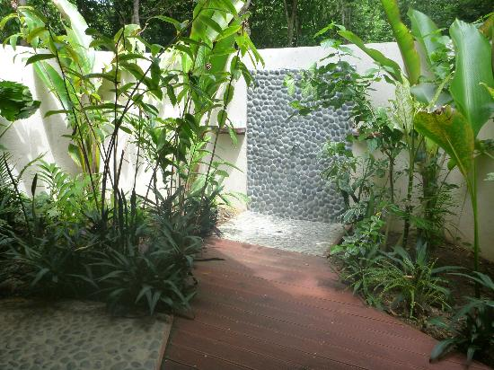 Lope Lope Lodge: Out door private shower