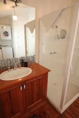 Townhouse Main Bathroom Laundry Picture Of Girt By