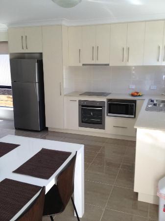21 on Hursley Motel Apartments: Kitchen