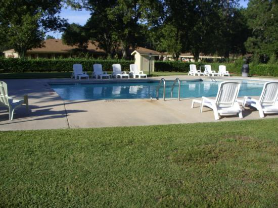 Pine Acres Lodge: pool