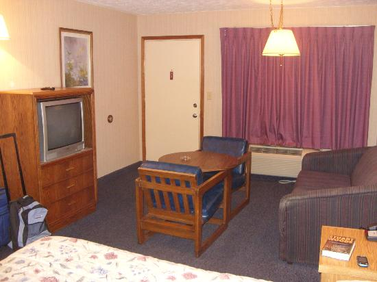 Pine Acres Lodge: room