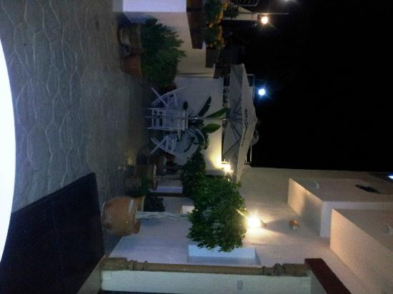 Santuario San Jose: Una parte de la terraza del hotel