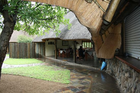 Rhino River Lodge: Another view of the Dinning Area