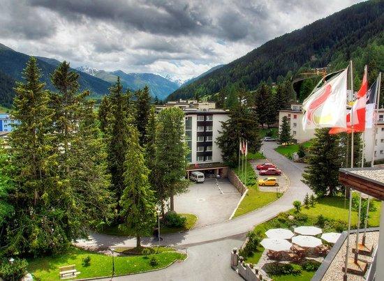 Sunstar Alpine Familienhotel Davos: Sunstar Familienhotel Davos - Hotelansicht Sommer