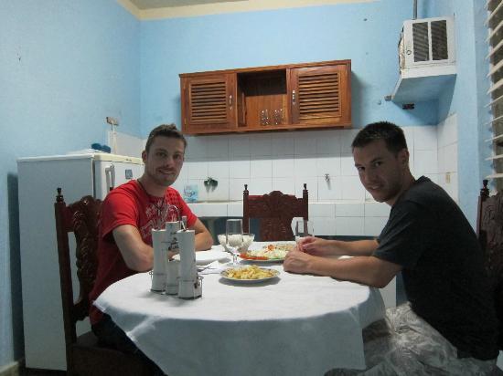 Casa Particular Diego: Nosotros en la comedor - delicioso! ;)