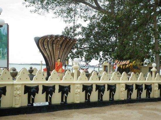 Nagadipa Purana Vihara: The Buddha