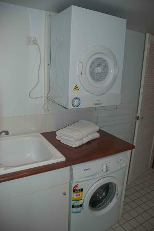 Surf Parade Resort: Washer and dryer
