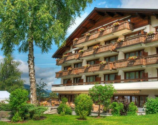 Sunstar Boutique Hotel Albeina Klosters: Sunstar Hotel Klosters - Hotel Ansicht Sommer