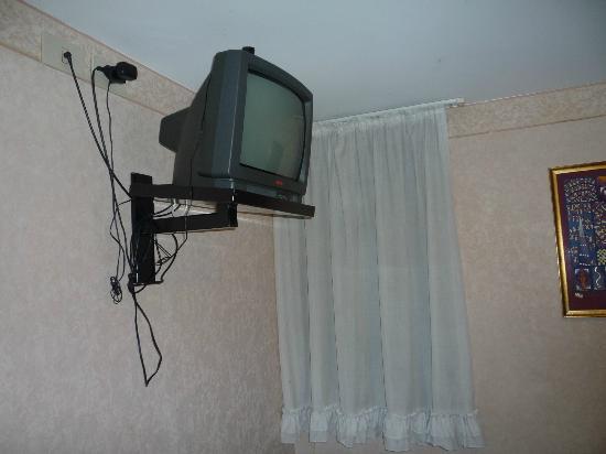 """Hotel Antica Casa Carettoni: la television """"moderna"""""""