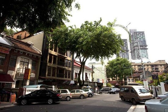 Anggun Boutique Hotel : Street in front of Anggun