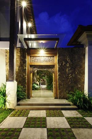 Swarapadi Villa: balinese entrance