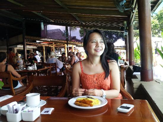 The Jayakarta Bali Beach Resort: at the restaurant