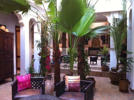 Riad Aladdin: Patio de acceso.