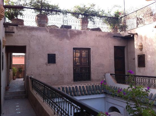 Riad Aladdin: Puerta y ventana de nuestra habitación, en el segundo piso