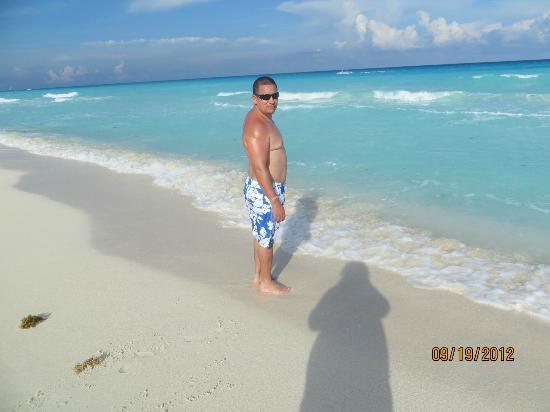 Live Aqua Beach Resort Cancun: Beautiful beach!