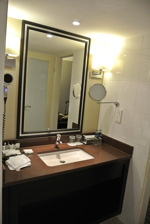Renaissance Amsterdam Hotel: Nice clean bathroom