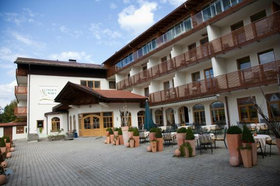 Drachselsried, Germany: Hotel Lindenwirt - Außenbereich